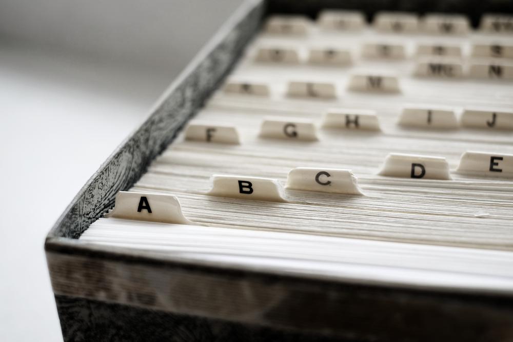 アルファベット順に並ぶインデックス